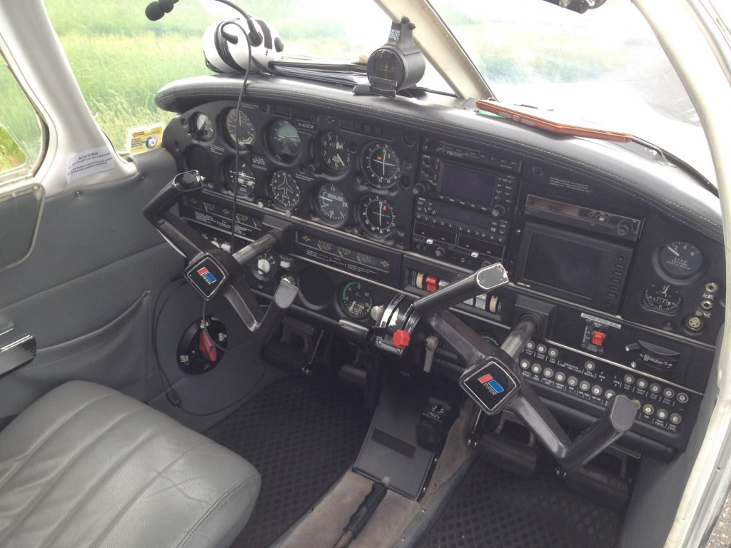 Piper PA-28 Archer III Cockpit